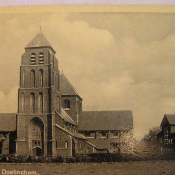 Ansichtkaart waarop de R.K.Kerk op Pasplein