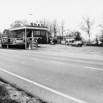 Zuiderzeestraatweg 23-25, Shell-tankstation Hop