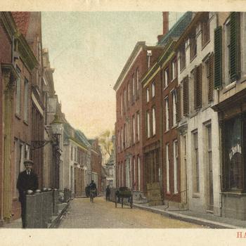Prentbriefkaart, getiteld 'Bruggestraat Harderwijk'