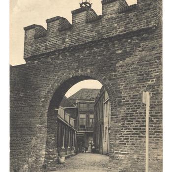 Prentbriefkaart, getiteld 'Onafhankelijkheidspoort Harderwijk'