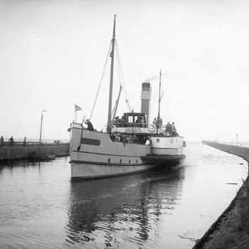 Havenhoofd met rondvaartboot 'Stad Harderwijk'
