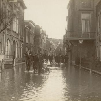 Watersnood in de Vijhestraat.