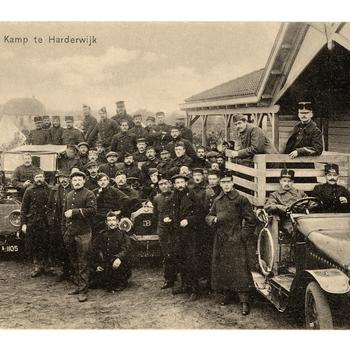 Prentbriefkaart, getiteld 'Kamp te Harderwijk'