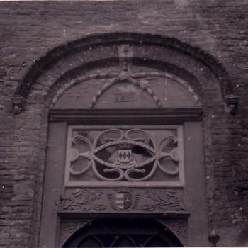 Bovenkant deur kasteel  Ammersoyen.
