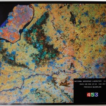 Luchtfoto van Gelderland met omliggende gebieden. Druktechniek Robas BV. 1987-1989.