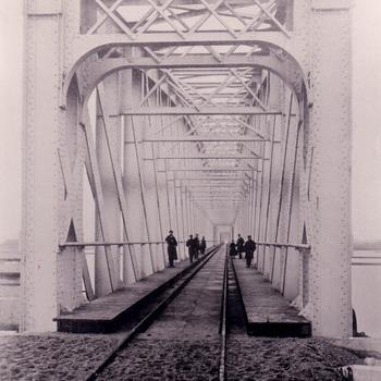 Eerste spoorbrug bij Zaltbommel.