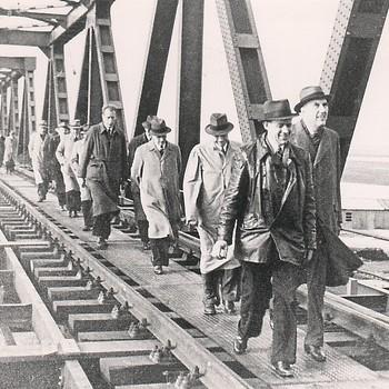 Herstelde spoorbrug bij Hedel.
