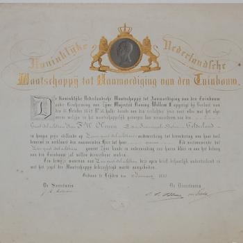 Diploma voor F.W. de Virieu met in  goud gekroond medaillonportret van koning Willem II. 1843. Druk: A. Arntz.