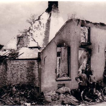 Verwoesthuis in de Haarstraat te Ammerzoden.