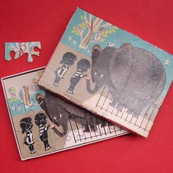 """puzzel van hout  """"Jip en Janneke in de dierentuin"""" 1 puzzel uit een serie van 8 getekend door Fiep Westendorp geboren in Zaltbommel, gemaakt tussen de periode 1955-1960"""