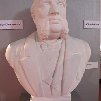 Buste van Johannes van 't Lindenhout