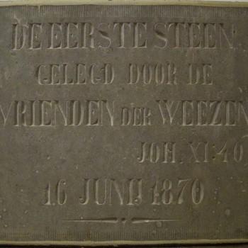 """Gevelsteen woning van Van ' Lindenhout """"De eerste steen 16 juni 1870"""""""