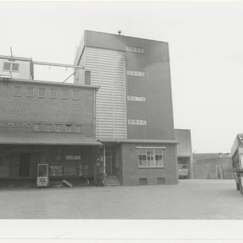 Gebouwen van de landbouwcooperatie  'de Boerenbond' aan de Engweg.