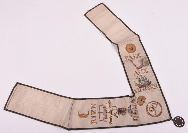 Meesterlint met juweel van de 90° graad van de Memphis Misraïmritus (hoort bij schootsvel V.A58-1-1)