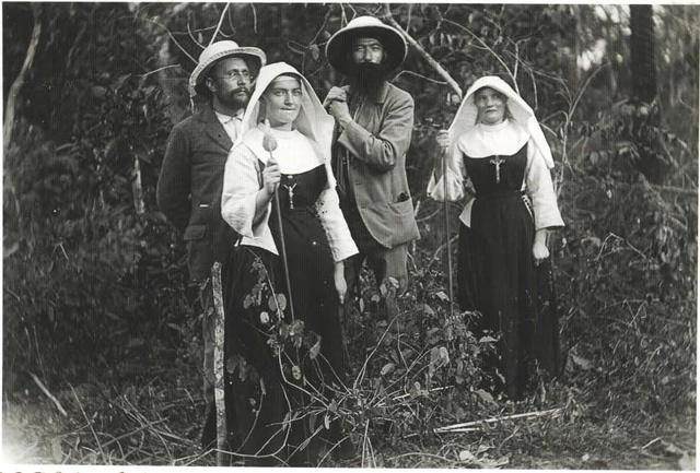 Twee missionarissen en een Pater van Scheut, onderweg naar Berghe-Sainte-Marie, ontmoeten een districtscommissaris (1896)