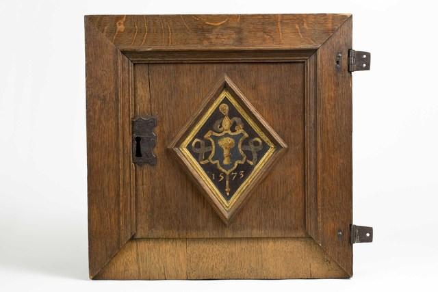 Kastdeurtje met het wapenschild van Viglius ab Aytta