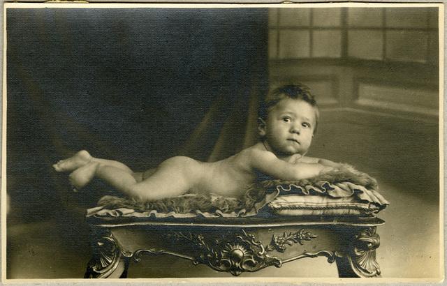 Studioportret van baby, 1932