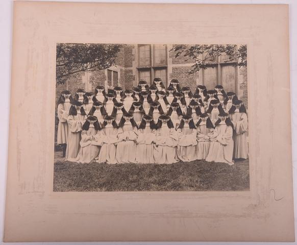Groepsportret van 39 zusters