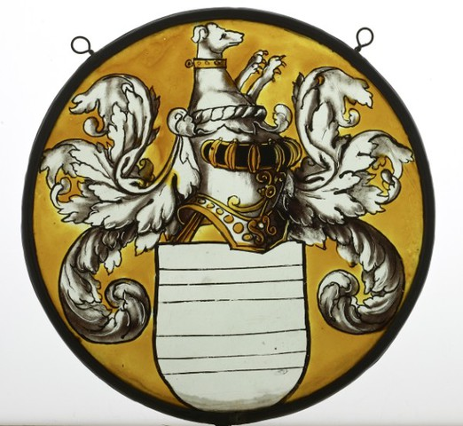 glasraamfragment, medaillon, doorsneden wapenschild met traliehelm, wrong en hond als helmteken