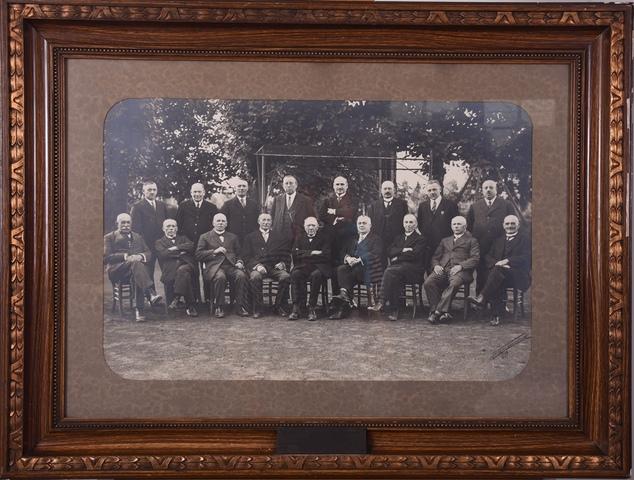 Groepsfoto van de handboogmaatschappij Immer Vooruit van Sint-Amandsberg