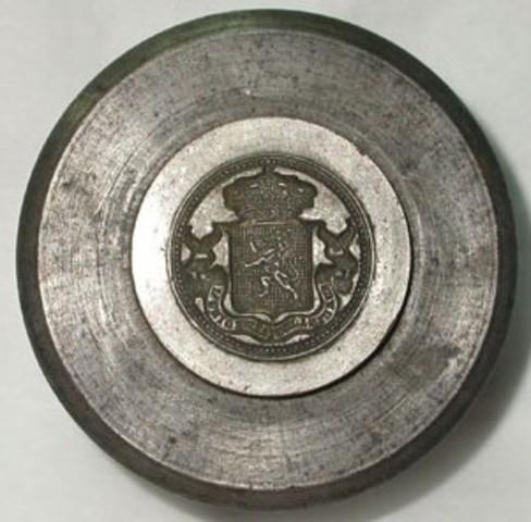 Patrijs met gekroond Belgisch wapenschild en leuze (klein formaat)
