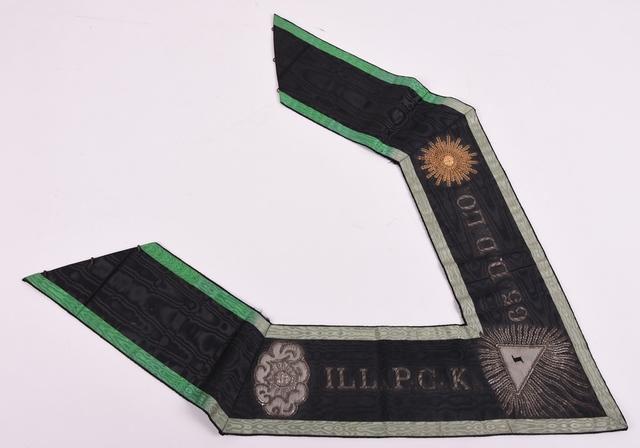 vrijmetselarijlint van de Orde van Misraïm, 65° graad (hoort bij  V. 58 1.1./ V. 58 1.2.)