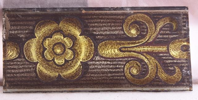 glasraamfragment, floraal motief