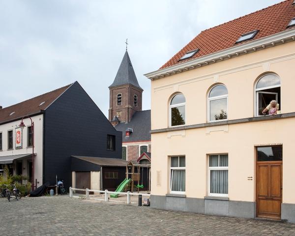 Sint-Niklaaskerk, Dorpstraat Zwijnaarde
