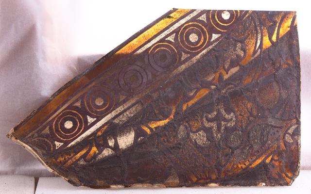 glasraamfragment, decoratief fragment, geometrische & bloemenmotieven