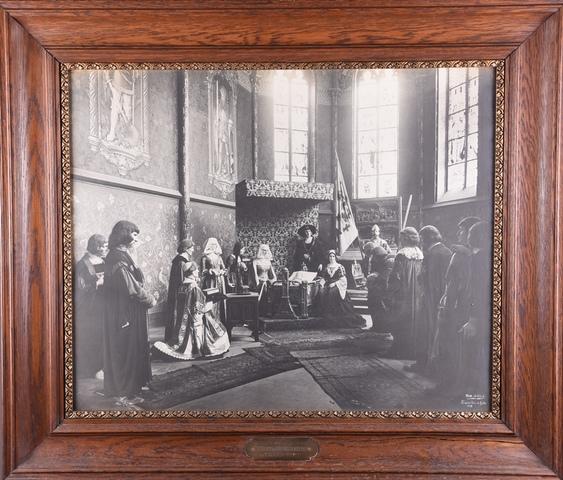 Foto van een uitbeelding van de geboorte van Karel V in het Gentse Prinsenhof, 1913