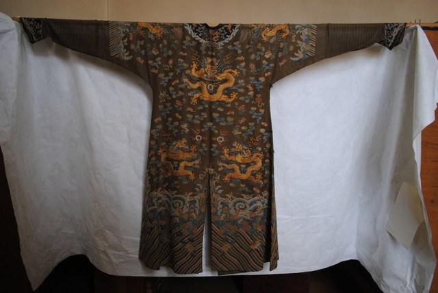 Chinese mantel
