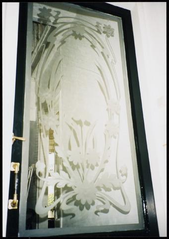 interieur hal de haldeur met een gezandstraalde jugendstil art nouveau
