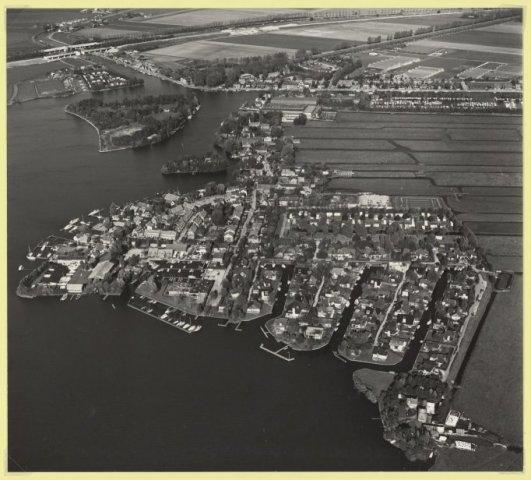 Luchtfoto De Kaag en Buitenkaag.