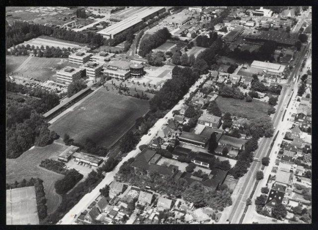Luchtfoto van het centrum van Hoofddorp met het raadhuis en het Concoursterrein.