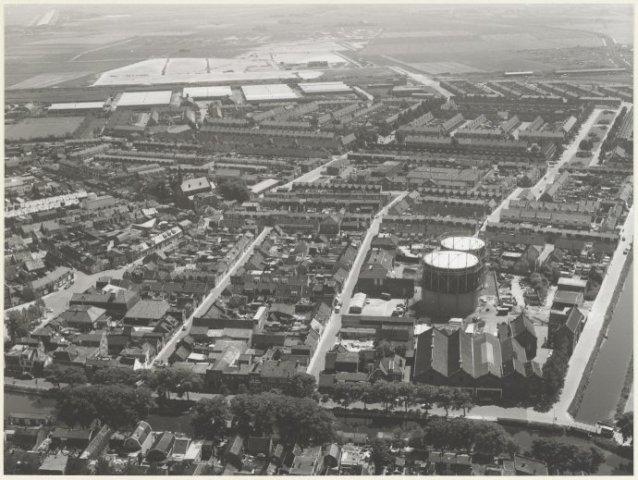 Den Helder. Luchtfoto Visbuurt Den Helder. Voorgrond en rechts de Fabrieksgracht.