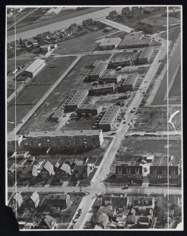 Luchtfoto van Zwanenburg-Oost, omgeving Populierenlaan / Olmenlaan.