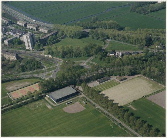 Luchtfoto Delftplein met sportvelden.