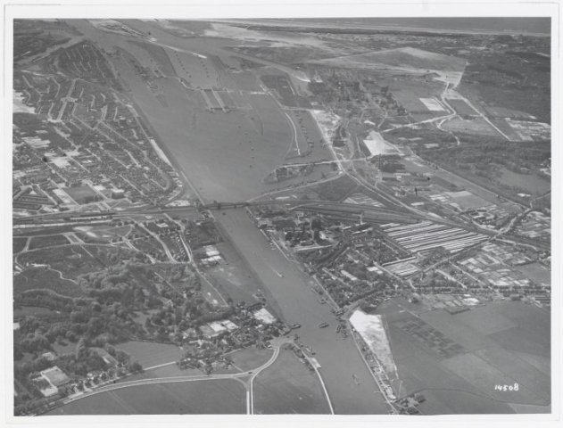 Luchtfoto havens K.L.M. Aerocarto N.V.