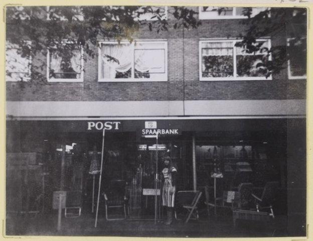 Plantage 130, Postagentschap-sigarenzaak.