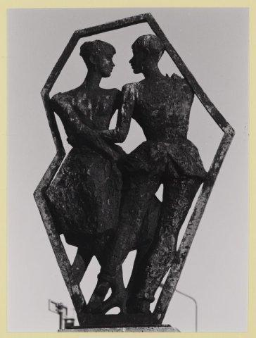 Beeldengroep van de Amsterdamse beeldhouwer Pieter Starreveld