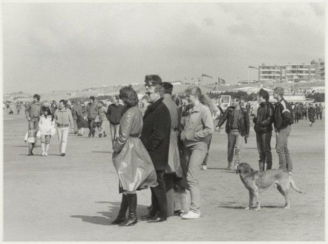 Paasdrukte op het Zandvoortse strand.