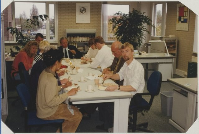 Paasontbijt met de afdeling Interne Zaken. Op de foto o.a.: Roel Rozendal, Heleen Spier, Anton van Zijverden, Dia v. Wandelen-Cornelisse, Geert Tichelaar, Bob de Jongh en Peter Boogaard.