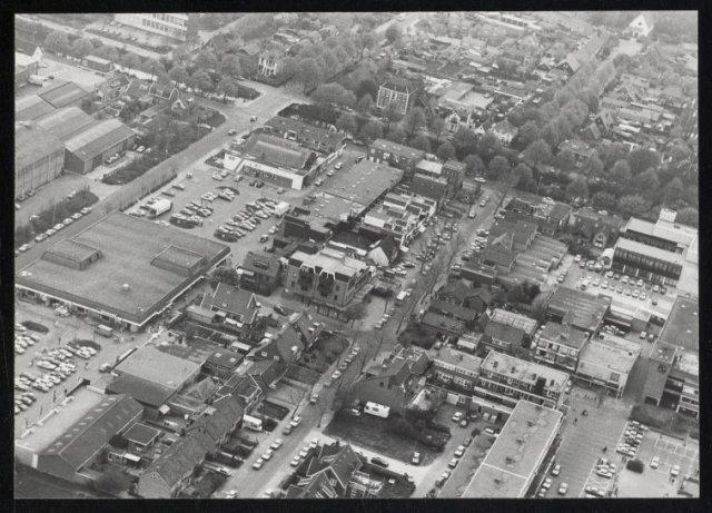 Luchtfoto van het centrum van Hoofddorp met zicht op Dirkson en de Concourslaan.