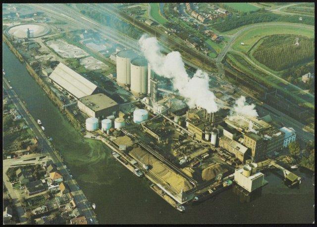"Luchtfoto suikerfabriek ""Holland"" te Halfweg"