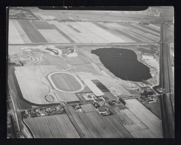 Luchtfoto van het Haarlemmermeerse Bos, 1976.