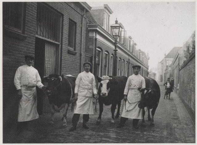 Nauwe Geldelozepad. Paasrondgang van de slagers, ca. 1912. <br>Reproductie.