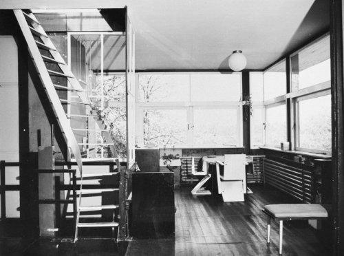 Interieur Staal Interieur : Interieur overzicht bovenverdieping circa met stalen trap