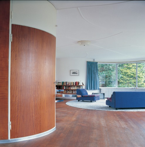 Vaak Zitgedeelte in de leefruimte, met een houten vloer met een BZ55