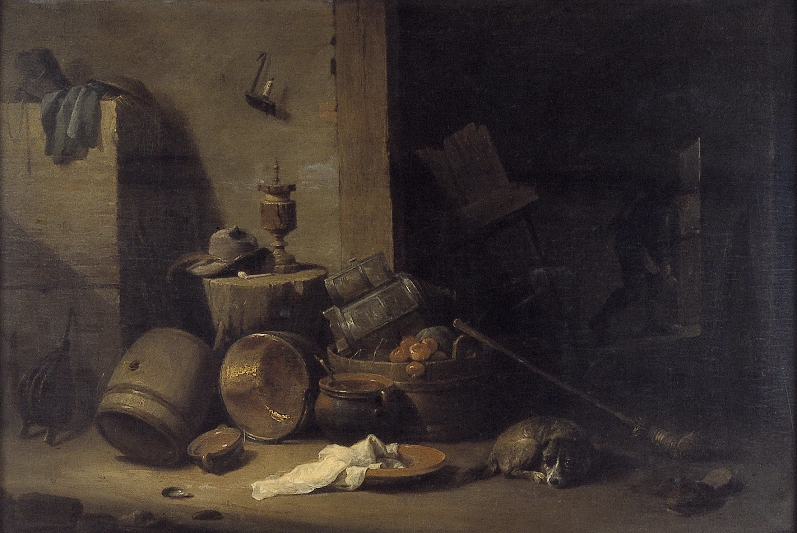 Interieur met keukengerei en een hond