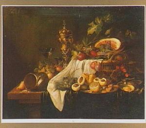Stilleven met een vruchten, een nautiilusschelp, een akeleibeker, en een wijnglas à la façon Venise
